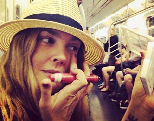 Foto 7 trucos para un maquillaje rápido y natural en transporte público