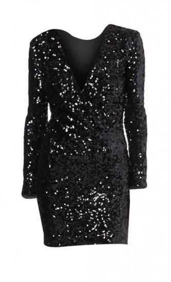 Foto Un vestido negro con apliques de lentejuelas, perfecto para las cenas de Navidad y también para Nochevieja