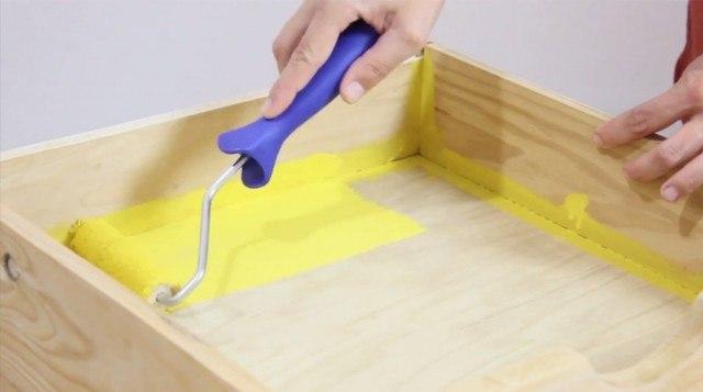 Foto Paso 2: Pintar la parte de dentro del cajón estantería y dejar secar
