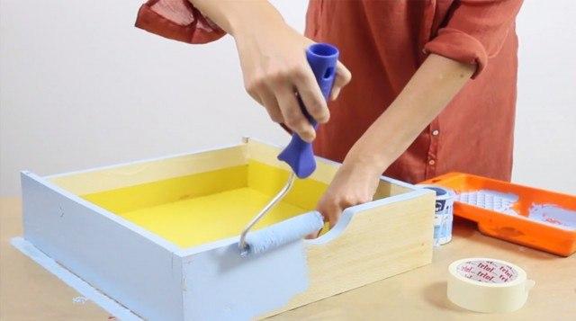 Foto Paso 3: Pintar la parte exterior del cajón estantería