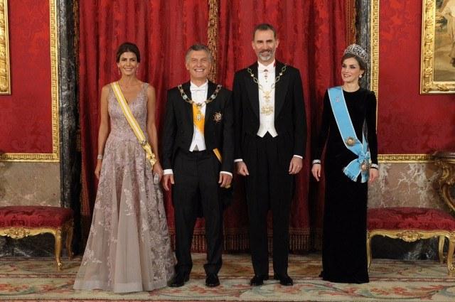 Foto Los Reyes Felipe y Letizia, Mauricio Macri y Juliana Awada, posan durante la cena de gala en el Palacio Real