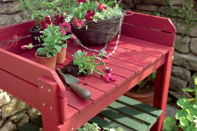 Foto Renueva la pintura de tus muebles de jardín en verano