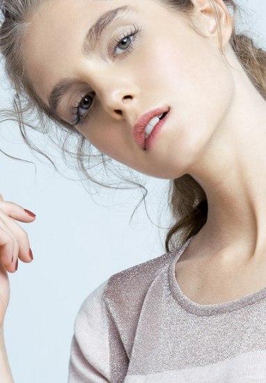 Foto Unas pestañas XL, las perfectas compañeras de las cejas bushy brows