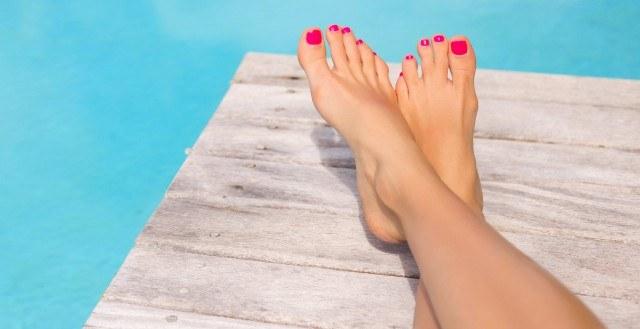 pies secos y talones agrietados
