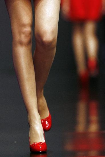 Foto Modelo de pasarela luciendo bailarinas