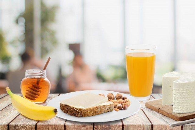 Foto Desayuno sano y equilibrado con queso