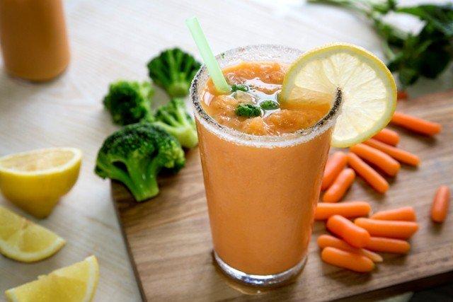 Foto Granizado de zanahoria, brócoli y coco