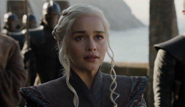 Foto Copia la melena en rubio platino con trenzas de Daenerys en Juego de Tronos