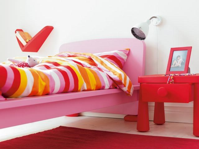 Foto Mil rayas cubren almohadones, fundas de edredón y colchas en las habitaciones de los niños