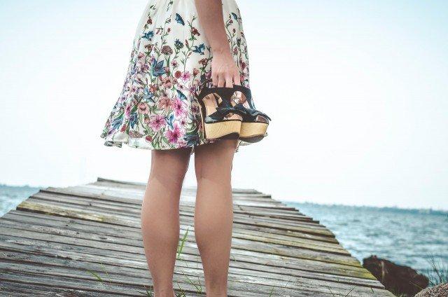 Foto El uso prolongado de sandalias en verano puede provocar artrosis, juanetes o tendinitis