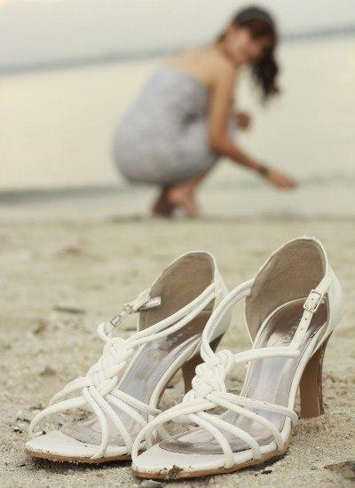 Foto Los peligros de llevar sandalias y zapatos de tacón en verano