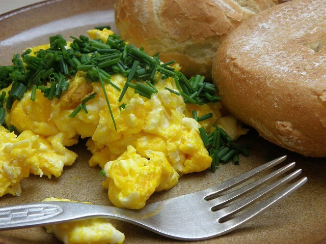 Foto Huevos revueltos y en tortilla