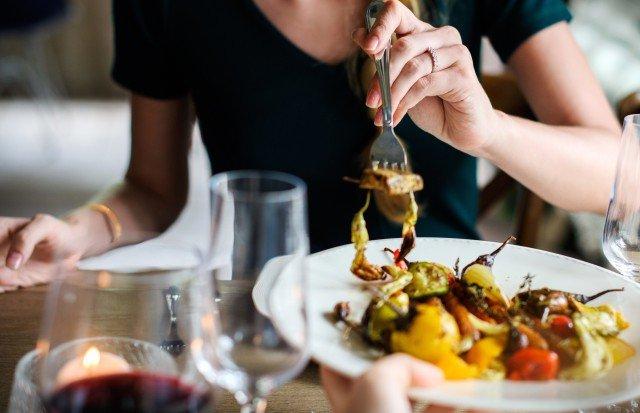 Foto Los alimentos con demasiada fibra y la carne de ternera, prohibido para cenar