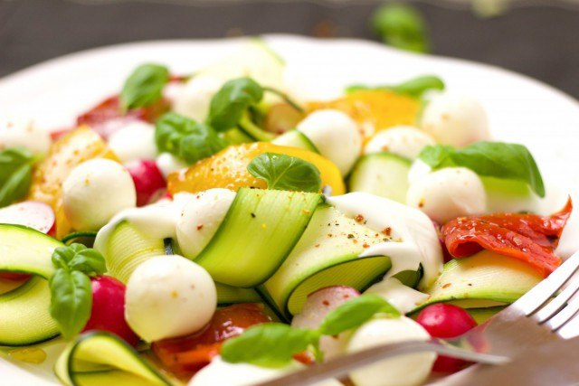 Foto Calabacines, queso fresco y tomates, entre los alimentos recomendados para cenar