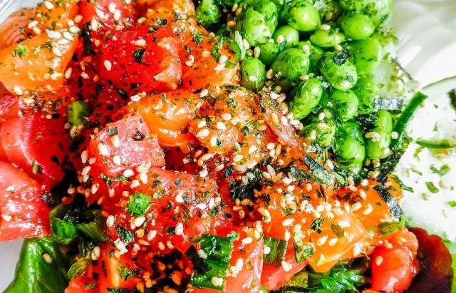 Foto Limón, lima, aceite de oliva, sésamo, salsa de soja y wasabi, aliños del poke