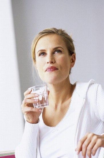 Foto Beber agua fría activa el metabolismo