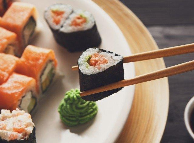 Foto Utiliza una vajilla en tonos neutros para triunfar con tus fotos de recetas en Instagram