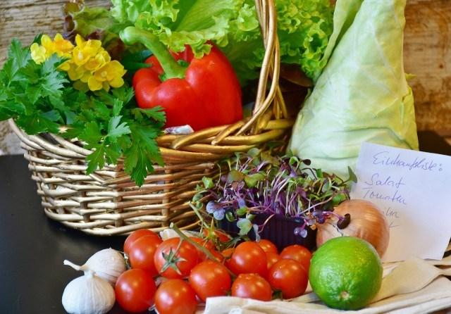 Foto Verdades y mentiras del carrito de la compra sano y bajo en calorías