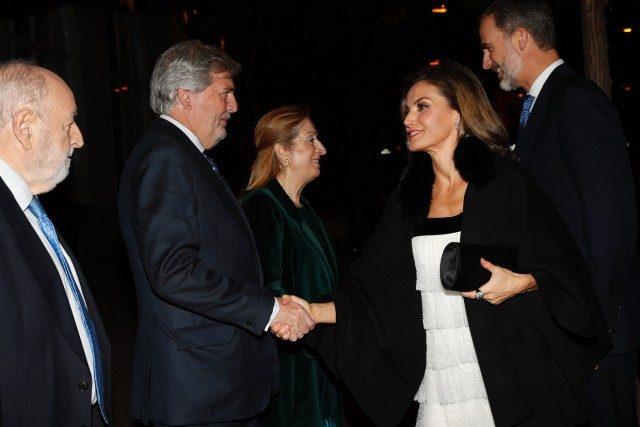 Foto Don Felipe y doña Letizia a su llegada a la XXXIV edición del Premio de Periodismo Francisco Cerecedo