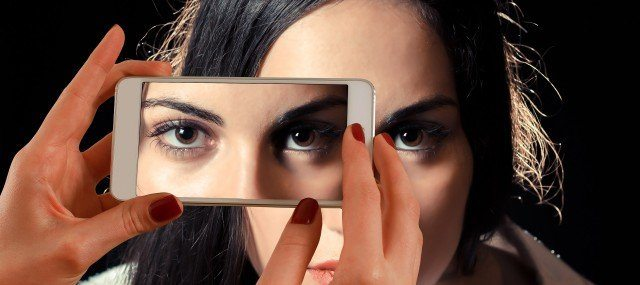 Foto Protege tus ojos de las pantallas de ordenador y dispositivos móviles