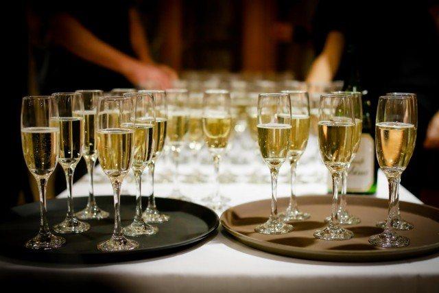 Foto El exceso de comida junto con el exceso de alcohol en la bebida produce la temida resaca