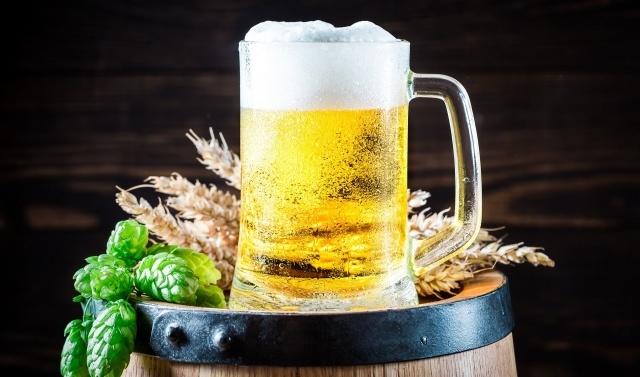 Foto Sirve una cerveza perfecta en 5 pasos