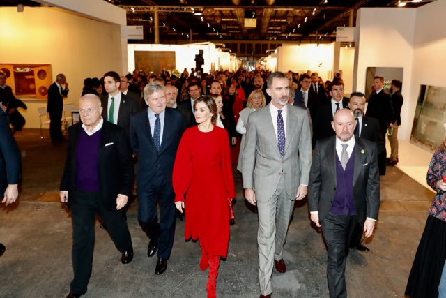 La reina Letizia y su total look red en ARCO 2018