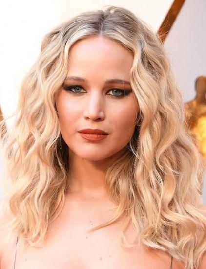 Foto Las ondas salvajes de Jennifer Lawrence en los Oscar 2018