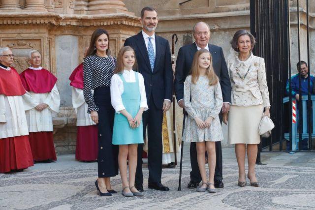 Foto La Familia Real tras la Misa de Pascua en Palma de Mallorca