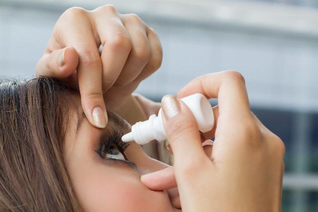 Foto Una buena higiene visual es fundamental para prevenir los efectos de la alergia en los ojos