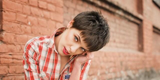 Foto El corte de pelo pixie capeado, siempre de moda
