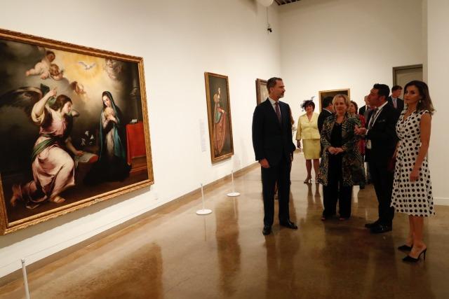 Foto Don Felipe y doña Letizia durante su recorrido por la exposición Masterpieces of Spanish Painting from Madrid Collections en San Antonio Texas