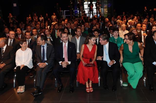 Foto Don Felipe y doña Letizia instantes previos a la entrega de los Premios Fundación Princesa de Girona 2018