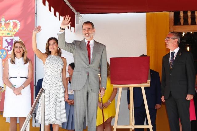 Foto Don Felipe y doña Letizia, aclamados en su visita a Bailén