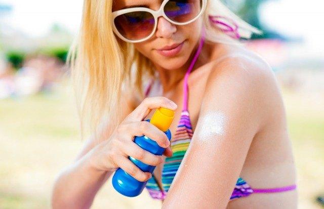 Foto Cómo eliminar las manchas de crema solar