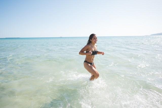 Foto Saltar las olas, uno de los mejores ejercicios para tonificar piernas y glúteos