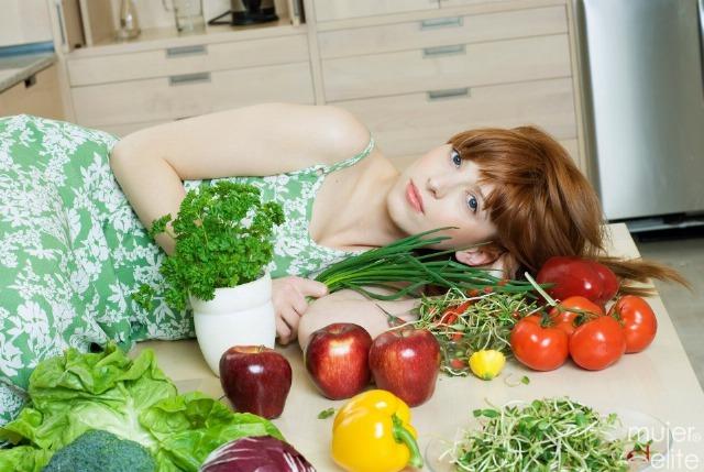 Foto Frutas, verduras y legumbres, imprescindibles en la dieta capilar