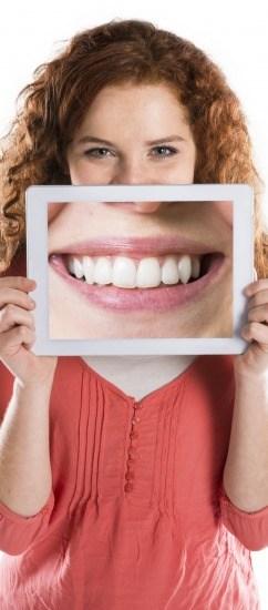 Foto Las carillas dentales de composite o porcelana, la solución más rápida para conseguir una sonrisa perfecta