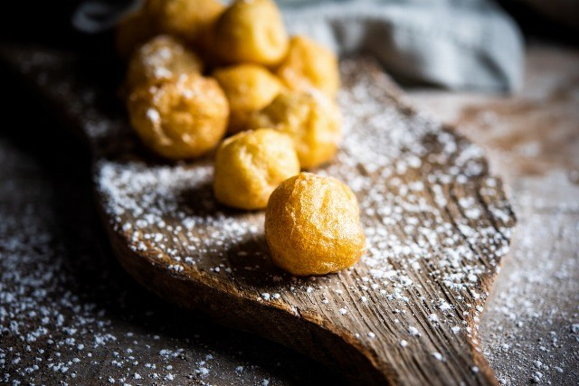 Foto Buñuelos, elaboración y relleno de un dulce típico