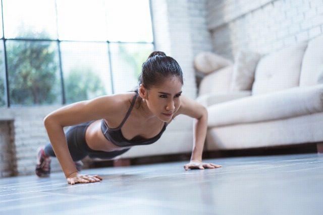 Foto Rutina de ejercicios para tonificar todo el cuerpo desde casa y en solo 15 minutos