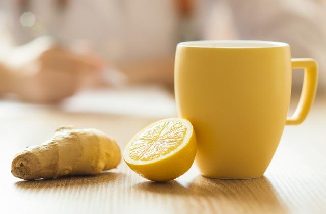 Foto Remedio casero para bajar la fiebre: zumo de limón y jengibre