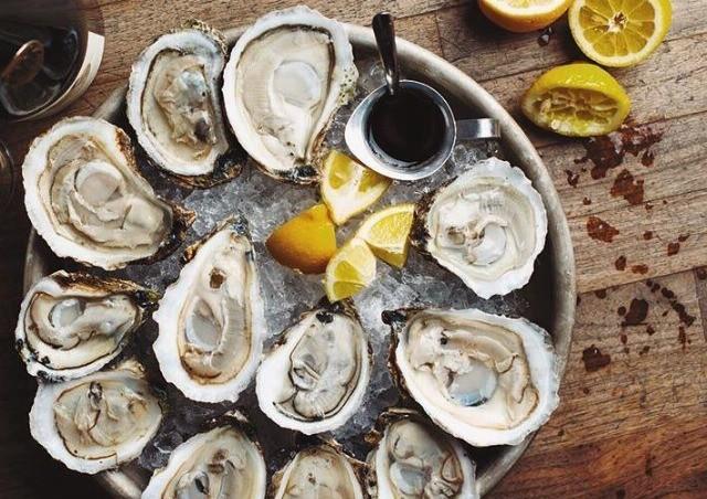 Foto Las propiedades y el protocolo de las ostras