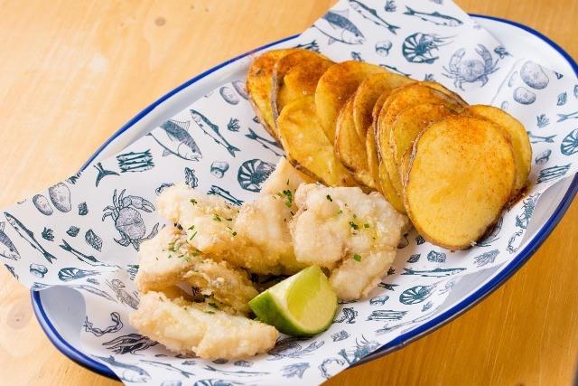 Foto El pescaíto frito, un plato ideal para prevenir la resaca