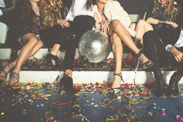 Foto Los 4 trucos de estilo que salvarán tu look de fin de año y cualquier fiesta nocturna