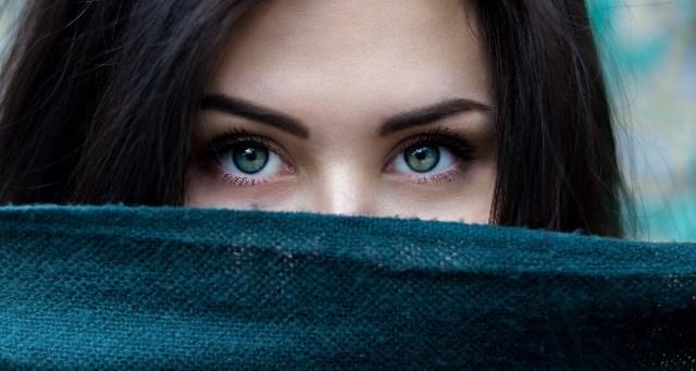 Foto Rutina de belleza para quitar las bolsas en los ojos ¡luce una mirada joven y fresca!