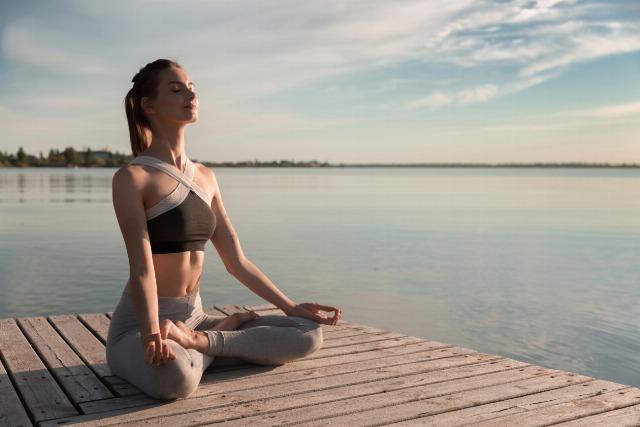 Foto Conecta con tu mente meditando