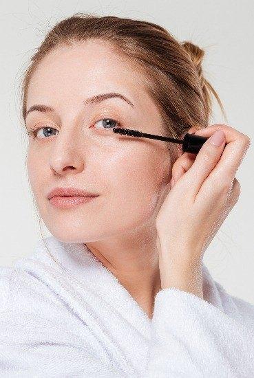 Foto ¿Puedo utilizar maquillaje si llevo lentillas