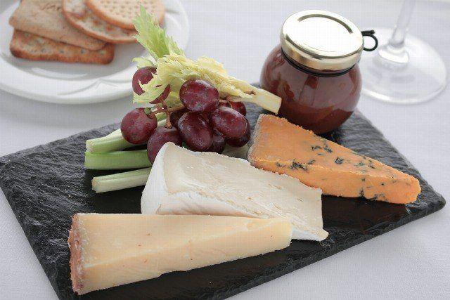 Foto Improvisa una tabla de quesos perfecta