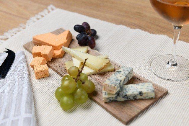 Foto Tabla de quesos para disfrutar con amigos o en pareja