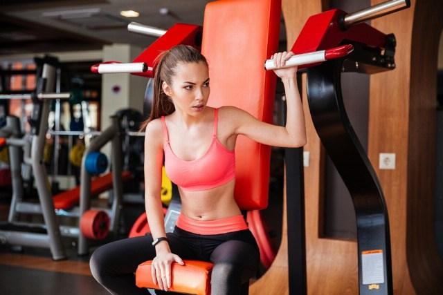 Foto Tabla de entrenamiento en el gimnasio para mujeres